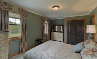Bedroom - Country homes for sale and luxury real estate including horse farms and property in the Caledon and King City areas near Toronto