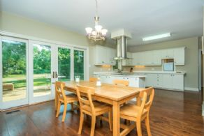 Eat-in Kitchen - Country homes for sale and luxury real estate including horse farms and property in the Caledon and King City areas near Toronto