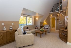Upper Level Family Room - Country homes for sale and luxury real estate including horse farms and property in the Caledon and King City areas near Toronto
