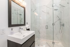 Guest En suite Bath - Country homes for sale and luxury real estate including horse farms and property in the Caledon and King City areas near Toronto