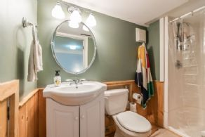 En Suite Bathroom - Country homes for sale and luxury real estate including horse farms and property in the Caledon and King City areas near Toronto