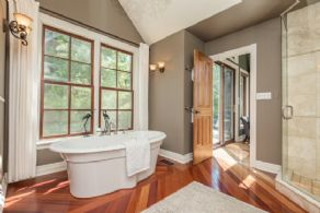 Master en suite bath - Country homes for sale and luxury real estate including horse farms and property in the Caledon and King City areas near Toronto