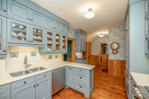 Custom kitchen - Country homes for sale and luxury real estate including horse farms and property in the Caledon and King City areas near Toronto