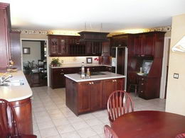 Kitchen - Kitchen with centre island & eating area - Country homes for sale and luxury real estate including horse farms and property in the Caledon and King City areas near Toronto