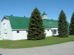 Race Horse Barn - Solid block construction with steel siding. 19 stalls (10 x 12'). Same stall siding as in Broodmare barn. Wash rack; feed room; tack room/office; Utility room. Attached 85 x 200' indoor arena with elevated, self-contained staff apartment.  - Country homes for sale and luxury real estate including horse farms and property in the Caledon and King City areas near Toronto